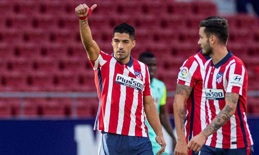 Luis Suárez estreou-se com uma assistência e dois golos