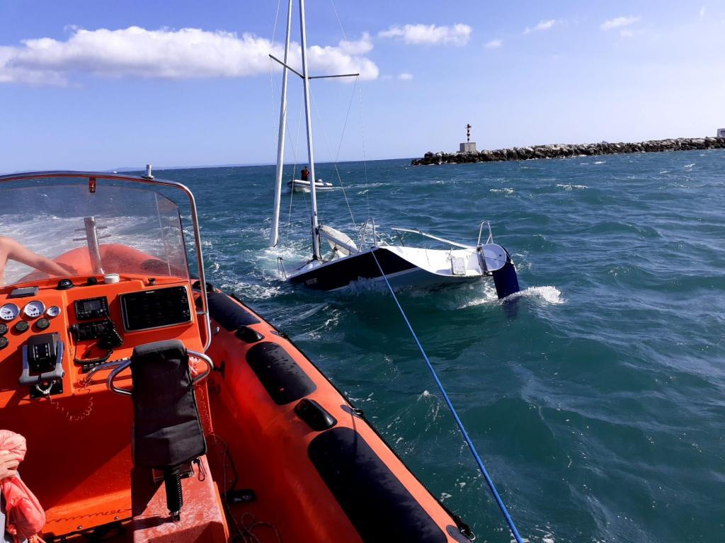 Estação Salva-vidas de Cascais auxilia embarcação
