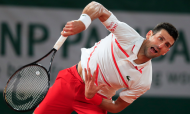 Novak Djokovic vence Mikael Ymer rumo à segunda ronda de Roland Garros 2020 (Michel Euler/AP)