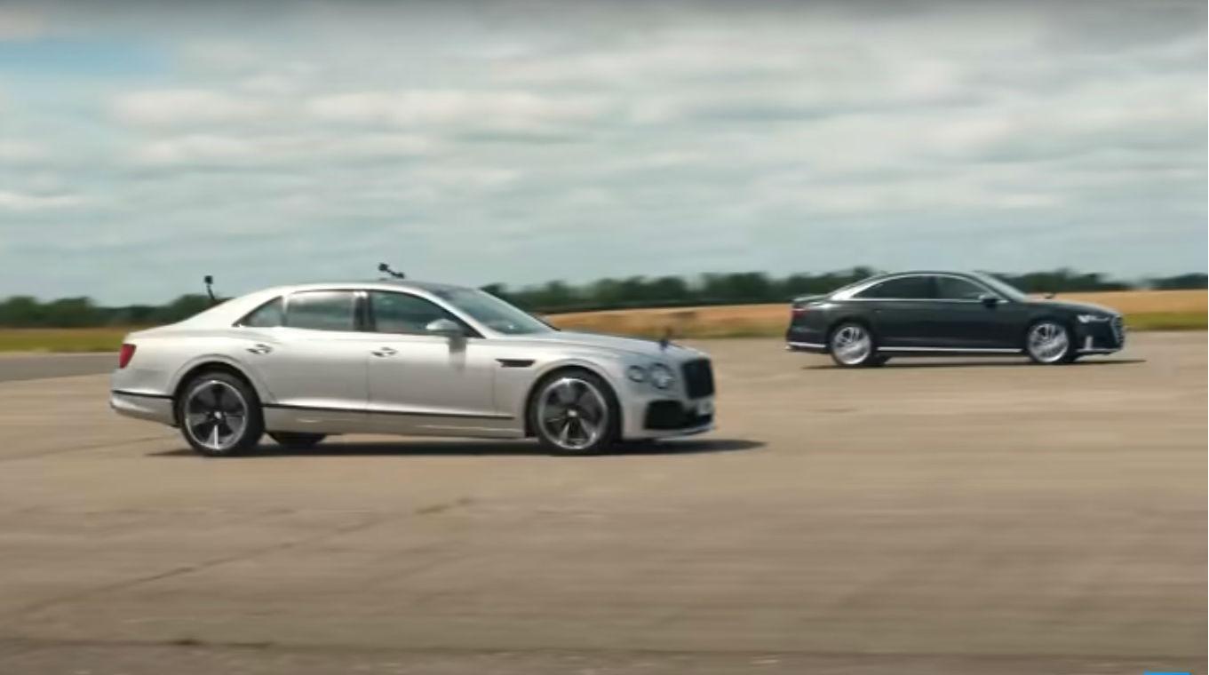 Bentley Flying Spur vs. Audi S8 (reprodução YouTube «Carwow»)