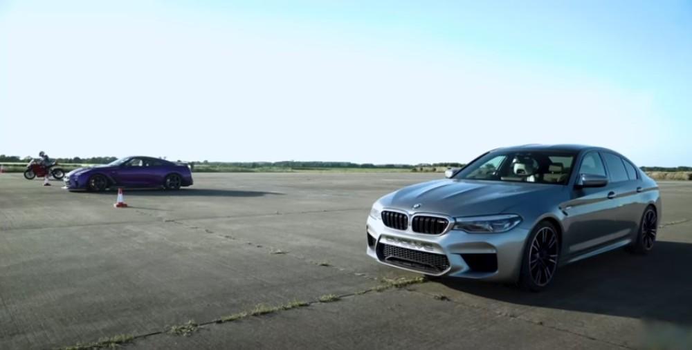 Ducati Panigale vs BMW M5 vs Nissan GT-R (Reprodução Youtube Carwow)