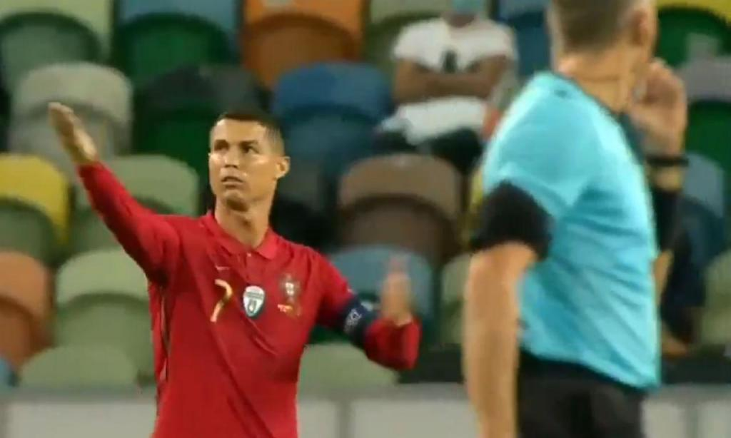 Ronaldo aponta para o cronómetro