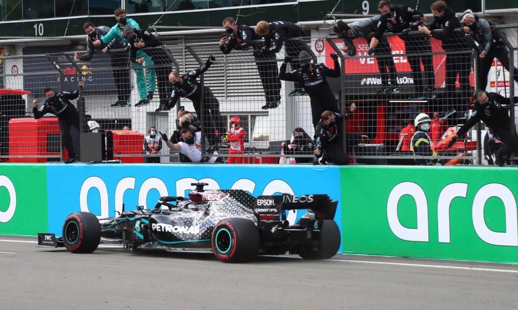Lewis Hamilton vence Grande Prémio de Eifel, em Nurburgring (EPA)