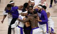 LA Lakers batem Heat e sagram-se campeões da NBA (AP Photo/Mark J. Terrill)
