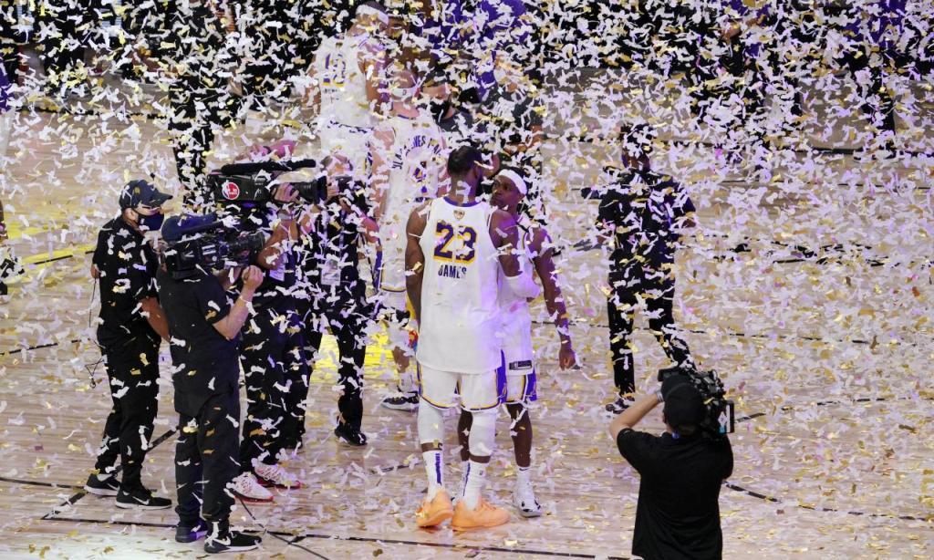 LA Lakers batem Heat e sagram-se campeões da NBA (AP Photo/Mark J. Terrill)