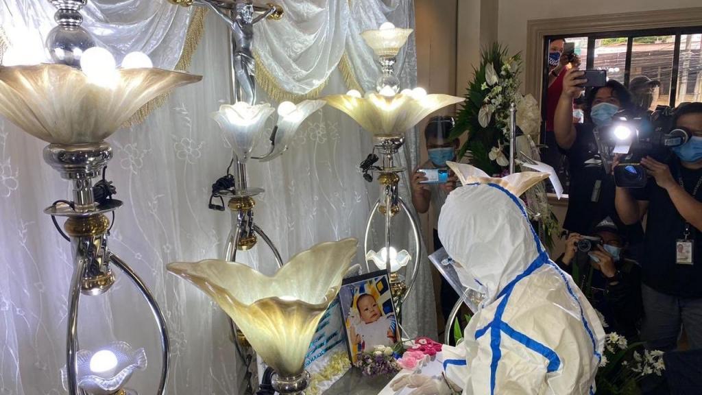 Funeral de bebé nas Filipinas
