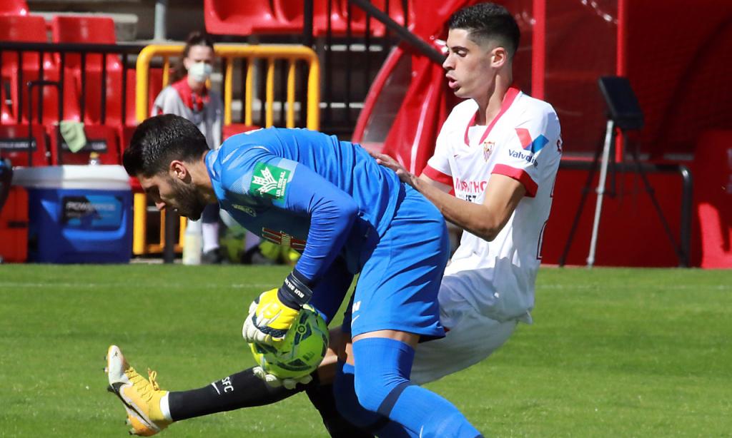 Granada-Sevilha: Rui Silva em ação contra Carlos Fernández (Pepe Torres/EPA)