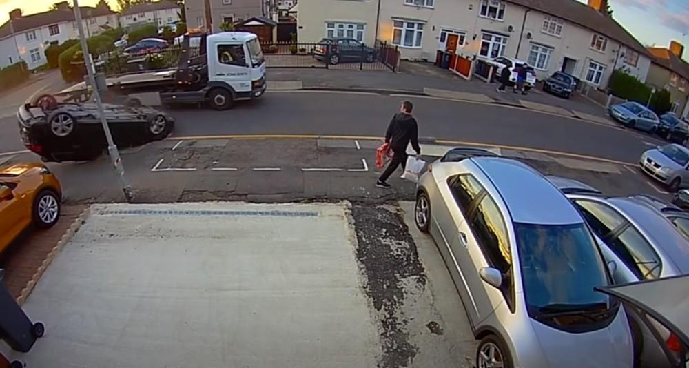 Acidente com veículo ligeiro (Reprodução Youtube)