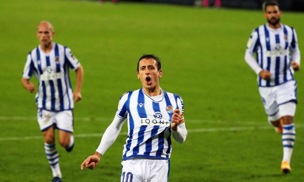 Mikel Oyarzabal bisou na goleada da Real Sociedad ao Huesca
