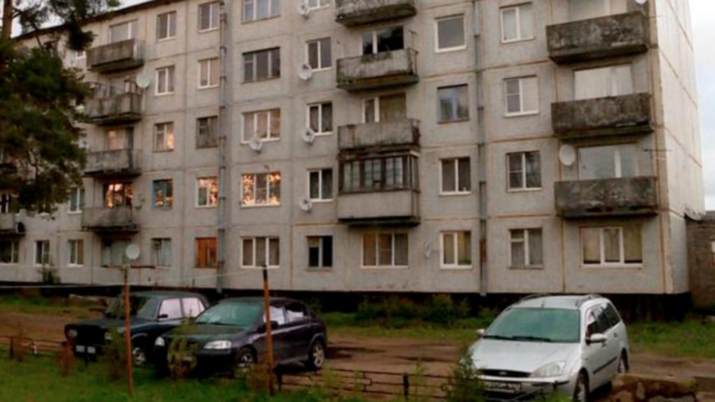 Crianças fechadas em apartamento com cadáveres dos pais