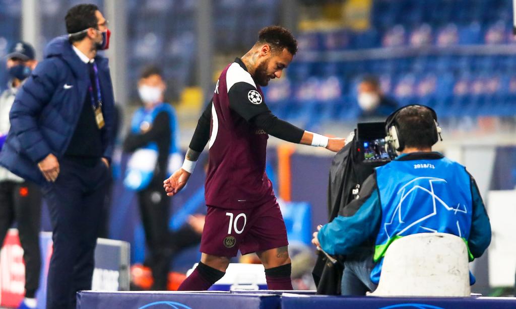 Neymar sai lesionado no Basaksehir-PSG (Tolga Bozoglu/EPA)