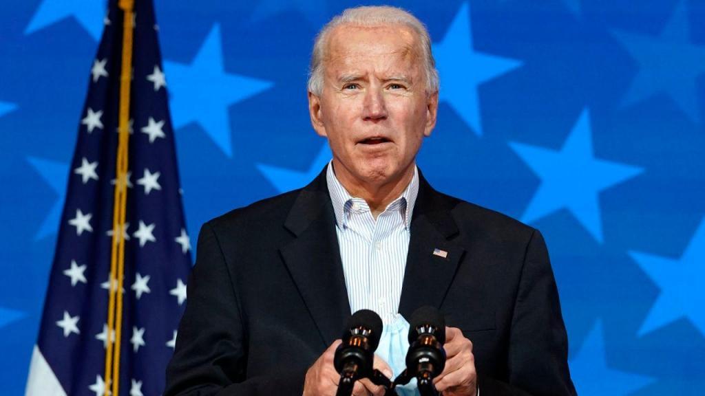 Joe Biden volta a surgir em público e apela à calma