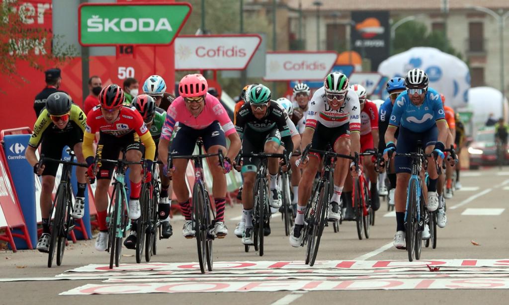 Magnus Cort Nielsen vence 16.ª etapa da Volta a Espanha, Rui Costa terceiro (Kiko Huesca/EPA)
