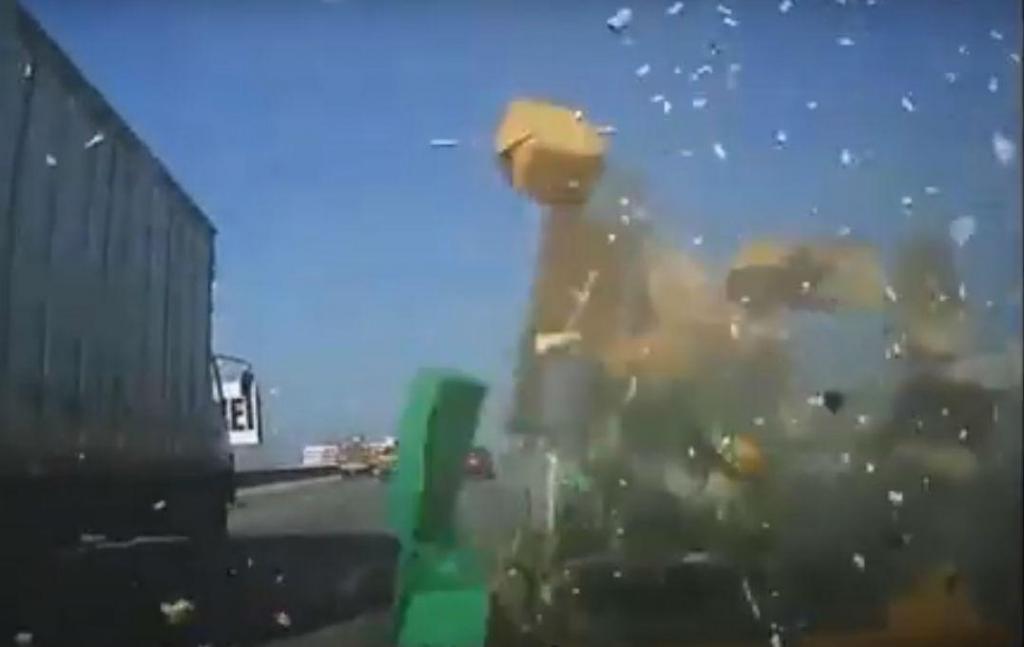 Comercial bate e compartimento de carga 'explode' (reprodução YouTube)