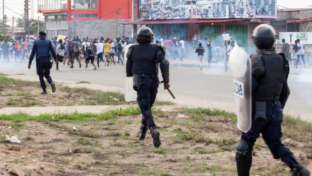 Manifestação com centenas de jovens em Luanda