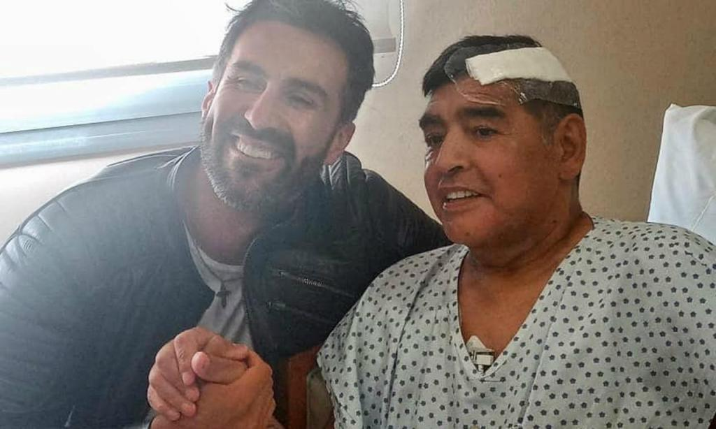 Maradona com o médico que o operou, Leopoldo Luque (Foto Sebastian Sanchi)