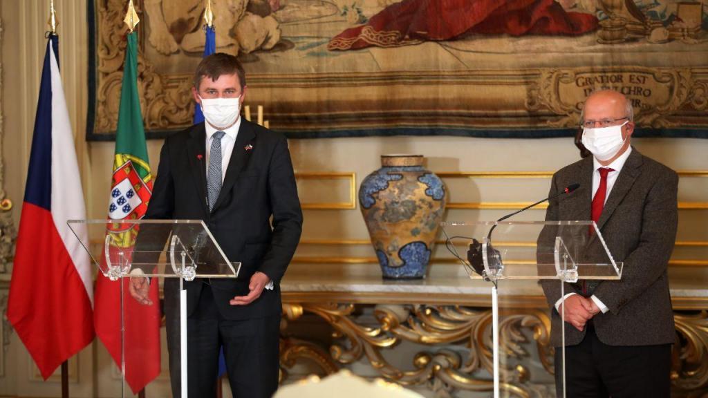 Augusto Santos Silva e Tomas Petrecek, ministro dos Negócios Estrangeiros da República Checa