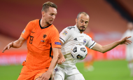 Luuk de Jong e Darko Todorovic no Holanda-Bósnia (John Thys/Pool via AP)