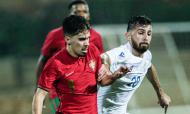 Sub-21, qualificação: Portugal-Chipre. Vítor Ferreira em disputa com Rafail Mamas (Luís Forra/LUSA)