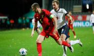 Liga das Nações: Bélgica vence Inglaterra por 2-0. Jan Vertonghen em lance com Harry Kane (Francisco Seco/AP)