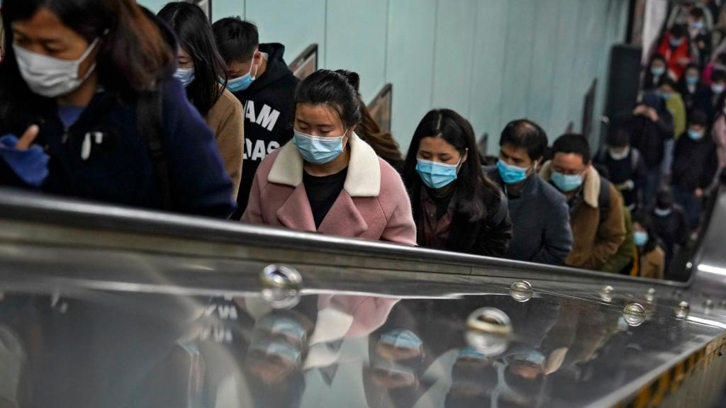 Hora de ponta no metro de Pequim