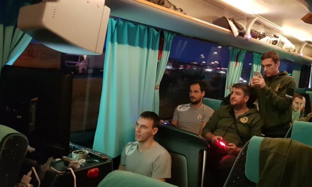 80 horas de autocarro, 6 mil kms e um Torneio de PlayStation antes do andebol