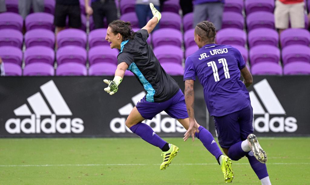 Central Rodrigo Schlegel foi à baliza após expulsão do guarda-redes Pedro Gallese e apurou Orlando City de Nani na MLS (AP)
