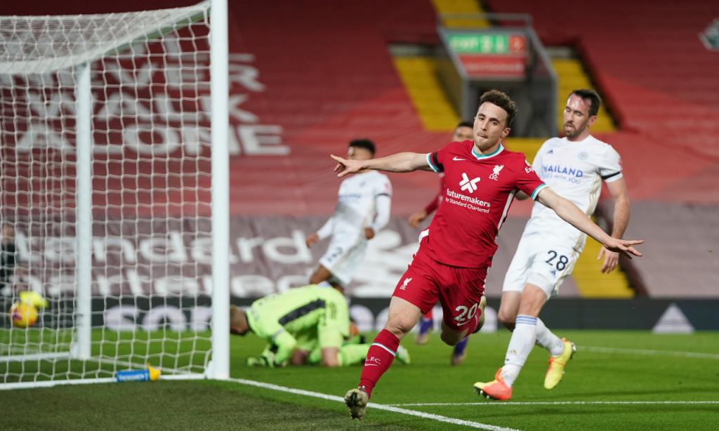 Diogo Jota festeja o 2-0 no Liverpool-Leicester (Jon Super/AP)