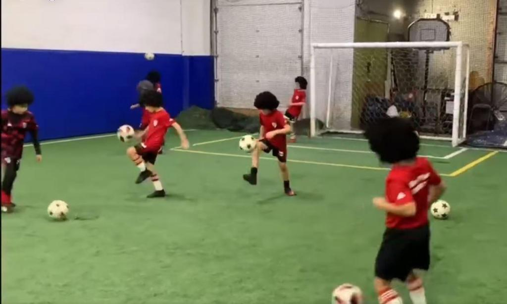 O tributo a Maradona da escola do River Plate em Toronto (Youtube)