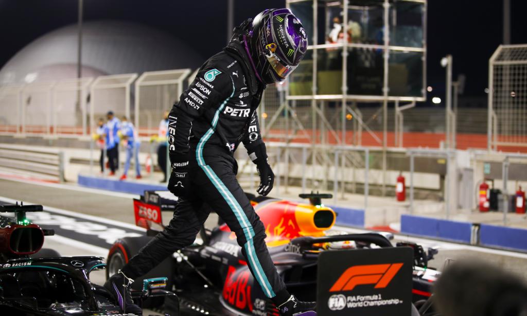 Lewis Hamilton conquista 'pole position' no Bahrein (Hamad Mohammed/AP)
