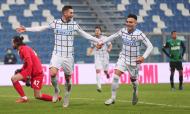 Sassuolo-Inter de Milão: Gagliardini e Lautaro Martínez festejam golo (Serena Campanini/EPA)