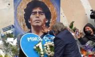Roma presta homenagem a Maradona em local icónico de Nápoles