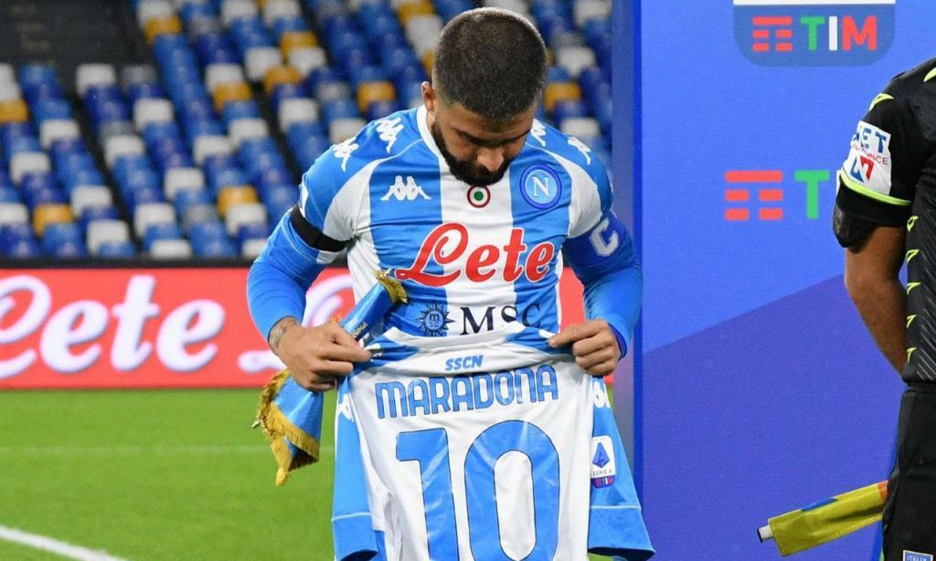 Nápoles estreou nova camisola de homenagem a Maradona
