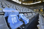 Homenagem a Maradona no Borussia Dortmund-Colónia (foto AP)