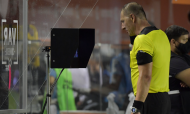 Santos-Quito: árbitro Néstor Pitana no VAR. Jogo teve três expulsões (Amanda Perobelli/AP)