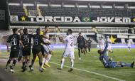 Santos-Quito: Lucas Veríssimo deu início a confusão que acabou com três expulsões (Amanda Perobelli/AP)