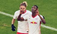 Haidara, com Kampl, festeja o 2-0 no Leipzig-Manchester United (Matthias Schrader/AP)