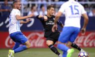 Mikel Villanueva contra Cristiano Ronaldo, num Málaga-Real Madrid, em 2017 (Daniel Tejedor/AP)