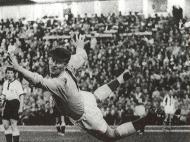 Harry Gregg | Guarda-redes herói do Manchester United. Depois de ter estado inconsciente, reanimou o treinador Matt Busby e auxíliou companheiros no acidente de Munique. Morreu a 17 de fevereiro, aos 87 anos.