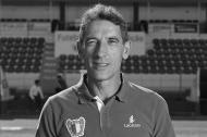 Dito | Antigo central de Sp. Braga, Benfica e FC Porto, internacional português, treinador. Era, na altura, diretor desportivo do Gil Vicente. Uma das figuras do futebol português. Morreu a 3 de setembro, com 58 anos.