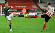 Sheffield United-Manchester United: lance entre Enda Stevens e Mason Greenwood(EPA)