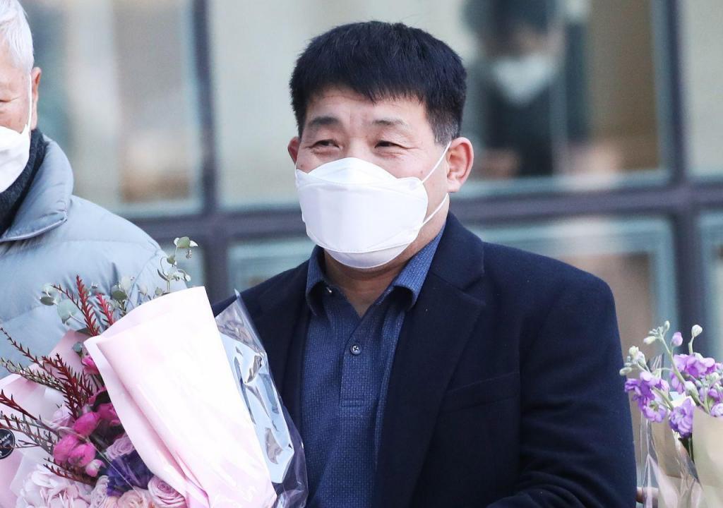 Yoon Seong-yeo sai em liberdade 20 anos depois de ser condenado injustamente