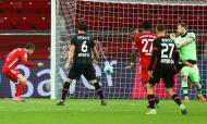 O 1-1 de Lewandowski que iniciou a reviravolta na BayArena. Bayern Munique é o novo líder da Bundesliga (Lars Baron/EPA)