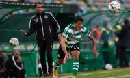 Sporting-Farense: incursão de Pedro Porro, com o olhar de Emanuel Ferro (José Sena Goulão/LUSA)