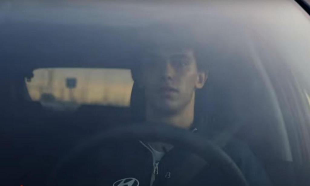 João Félix ao volante do Hyundai Tucson (reprodução YouTube At. Madrid)