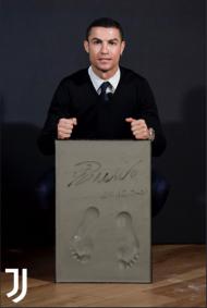 Cristiano Ronaldo recebeu o prémio «Golden Foot»
