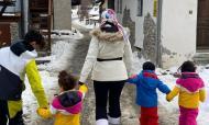 Georgina diverte-se com os filhos na neve