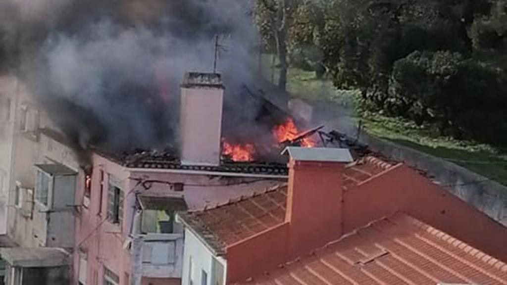 Incêndio num prédio em Almada faz dois feridos