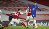 Christian Pulisic e Granit Xhaka no Arsenal-Chelsea (Andrew Boyers/AP)
