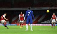Granit Xhaka faz o 2-0 de livre direto no Arsenal-Chelsea (Julian Finney/AP)